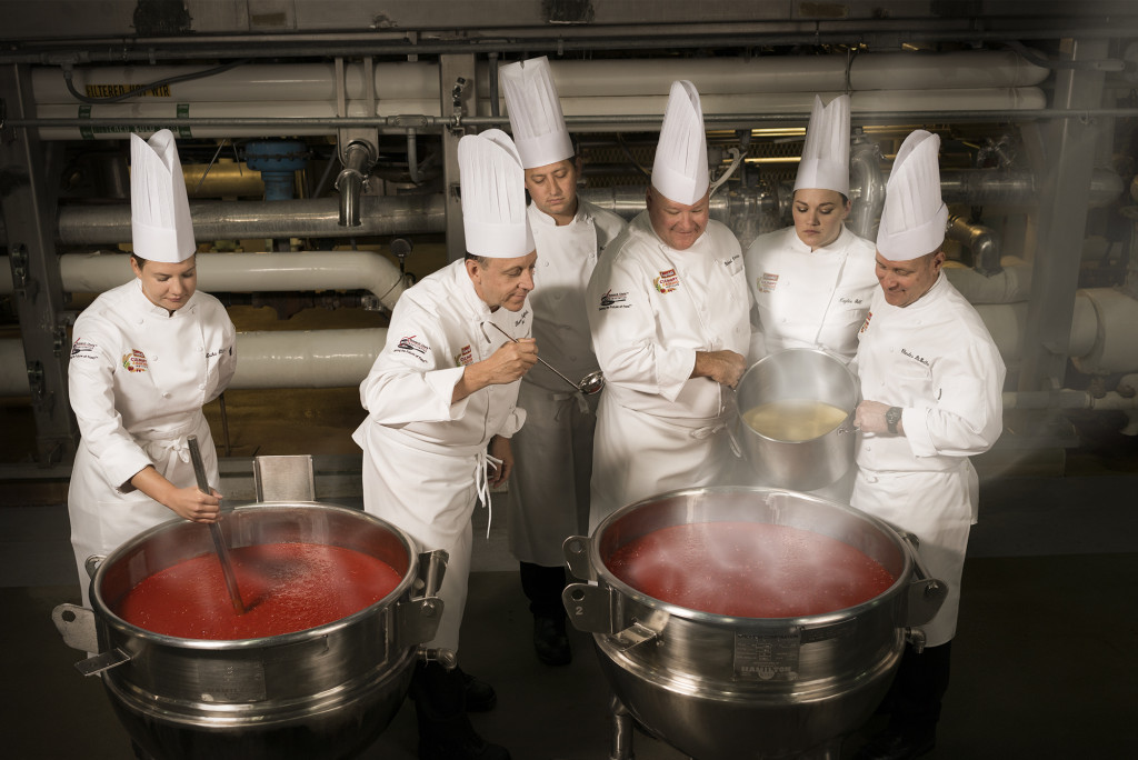 F171087_R&D_Photo_Chefs_Cooking_Tomato_Soup_Remake-0073