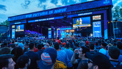 F170791_Chunky_Event_NFL_Draft_Philadelphia-595